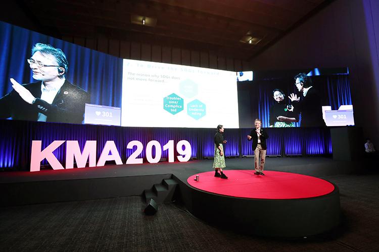 Congress Corp.'s Tanaka during his presentation at the Korean MICE Awards & Conference 2019.