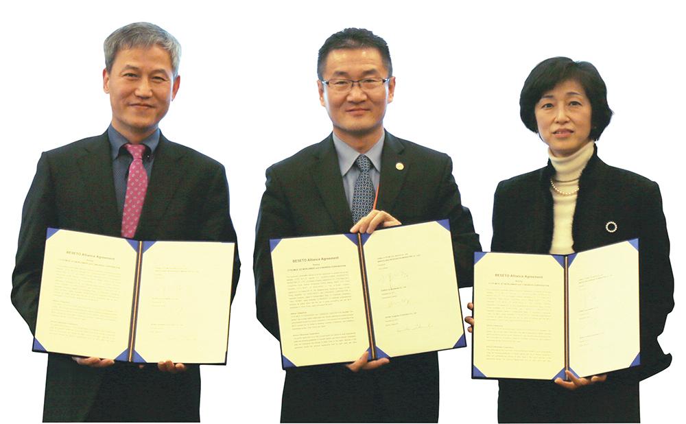 提携調印式(左から:Ez pmp/ Kwangman HWANG / President and CEO, Bravolinks/ Junhua GUO / President, コングレ武内社長)