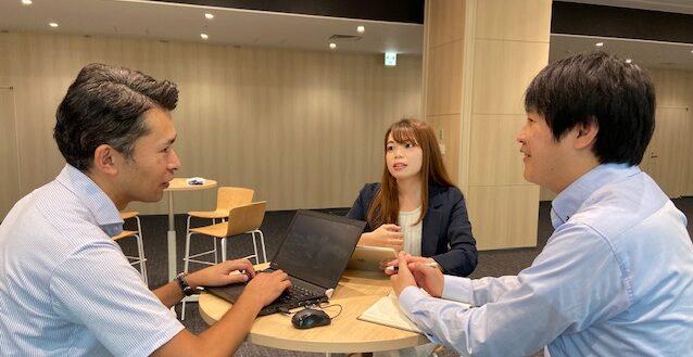 インタビューの様子。左から吉田さん、齋藤さん、近藤さん