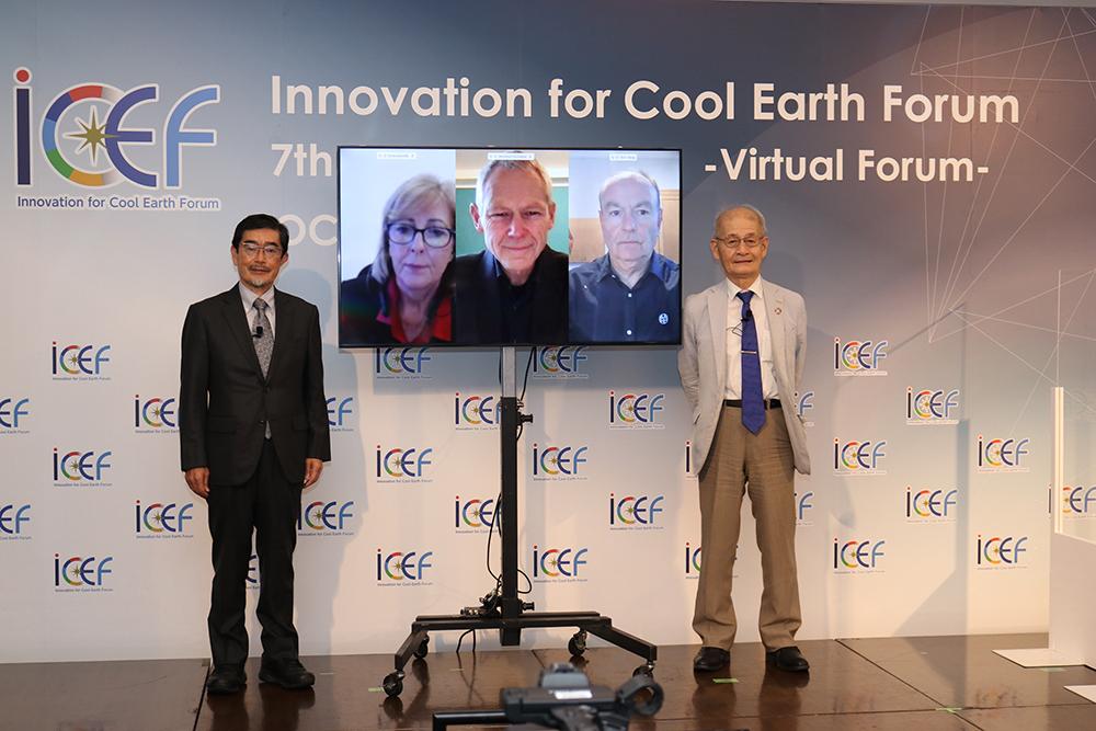 最終セッション「ビヨンド・ゼロの実現に向けて」(左)山地 憲治氏、(右)吉野 彰氏<br /> 国内の2名は会場で、海外の3名はオンラインで出演していただきました